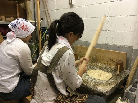 Preparing Washi fibers (Photo Courtesy: Sachiko Shibazaki))