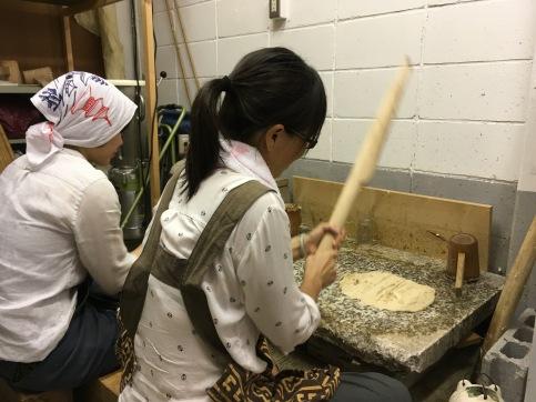 Preparing Washi fibers (Photo Courtesy: Sachiko Shibazaki))